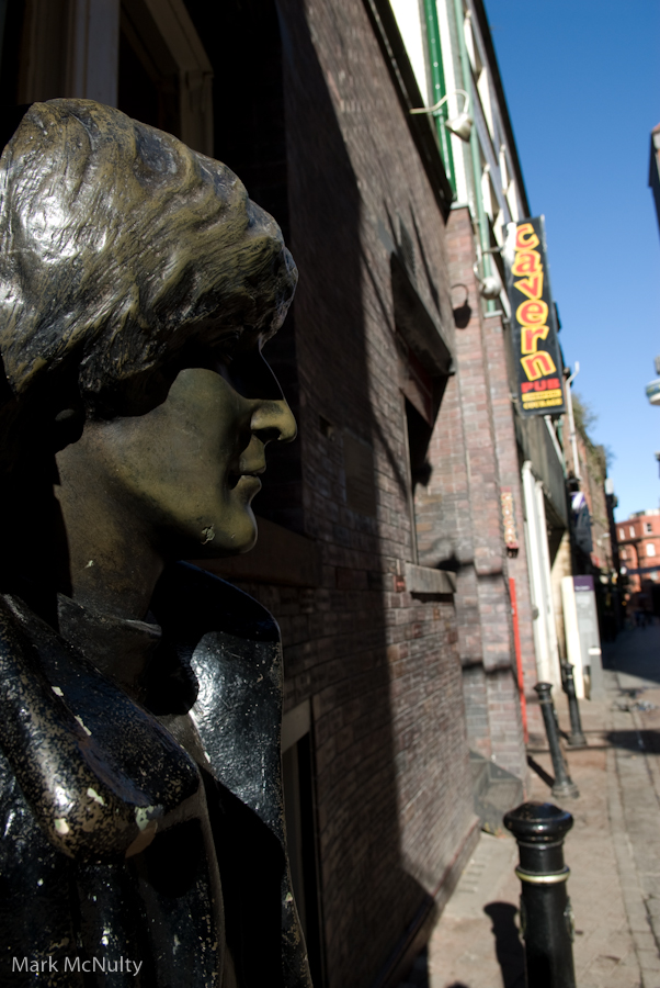 Lennon_statue_-2